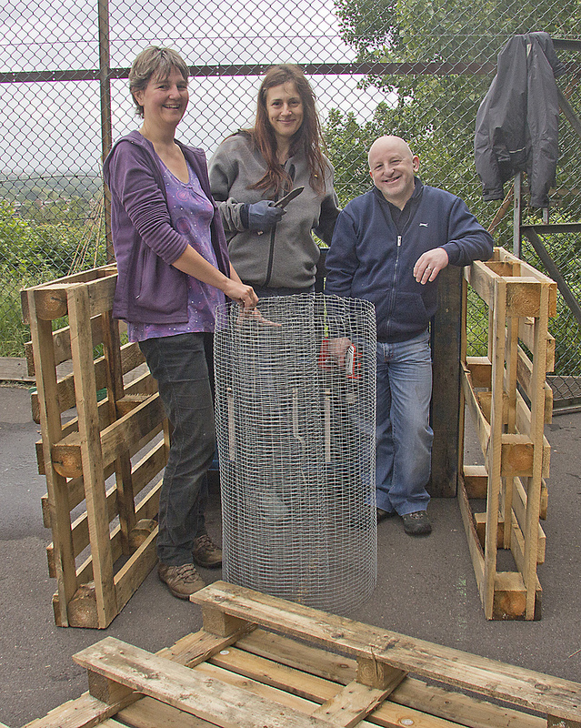 how to build a compost bin from pallet material